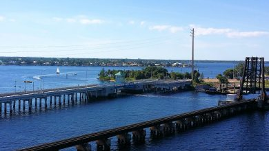 Photo of Old Roosevelt Bridge closed during Stuart Boat Show